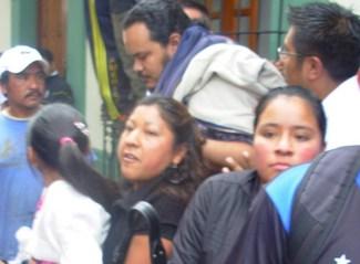 'El pueblo no te va a perdonar los asesinatos', le gritan a Calderón en Chiapas