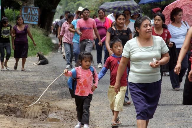 Piden padres de familia a maestros iniciar clases en Oaxaca