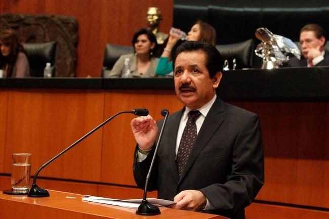 Acusa PRD en el Senado al Ejecutivo de querer 'matar' a los municipios